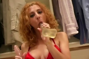 girl demonstrates hawt body