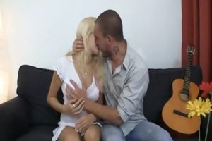 she jumps on his knob during the time that her bf