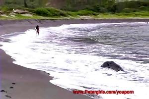hawaiian bikini hottie on the beach masturbating