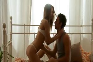 lustful stud kisses girl&#039 s