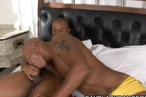 muscle dilf ricardo showing new workouts in daybed